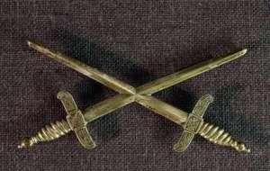 Bröstdekoration för riddare med stora korset.