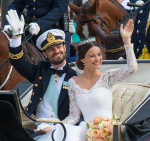 Prins Carl Philip med Serafimerorden och prinsessan Sofia utan.