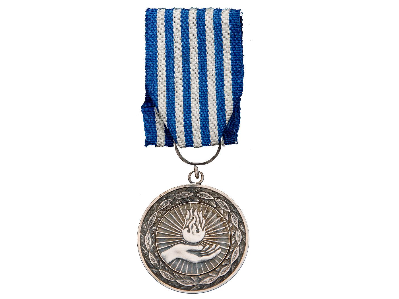 Hjalte fick medalj av bjorck